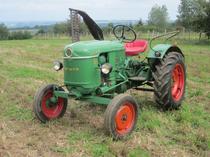 [Deutz] trattore D 15 in campo