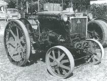 Trattrice Cassani 40 HP con ruote stradali in esposizione