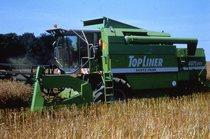 [Deutz-Fahr] mietitrebbia TopLiner 4075 HTS al lavoro e vista posteriore della mietitrebbia TopLiner 8 XL