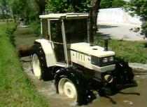 [2:] La transmission - Les 4 rm et les 2 rm - Le relevage hydraulique [: manual pour le vendeur]