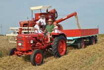 [Fahr] Mietitrebbia MDL e trattore D 180 H al lavoro nei campi