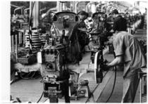 Stabilimento Same - Operaio al Lavoro alla Linea montaggio trattori