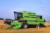 [Deutz-Fahr] mietitrebbia M 36.40 al lavoro in un campo di grano