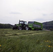 [Deutz-Fahr] DX 6.30 Einsatz - mit Fe-Wagen (6.37) = DX 6.30 al lavoro con rimorchio per la raccolta del foraggio (6.37)