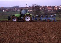 [Deutz-Fahr] prototipo Agrotron TTV al lavoro con aratro a 10 vomeri