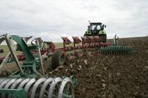 [Deutz-Fahr] trattore Agrotron M 650 al lavoro con aratro ed erpice