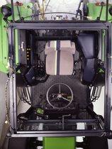 [Deutz-Fahr] dettaglio della cabina di un trattore Agrostar