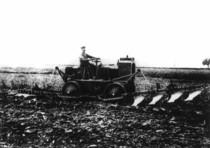 [Deutz] prototipo di trattorino da 40 CV avente due aratri