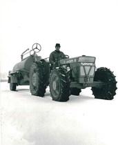 Trattore SAME Centauro sulla neve con carro botte