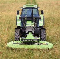 [Deutz-Fahr] trattori DX 6.05 e DX 3.65 al lavoro con falciatrice KM 2.19