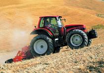 [SAME] trattore Rubin 200 con Galileo Cab System al lavoro con erpice in campo