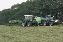 [Deutz-Fahr] trattori Agrofarm 85 al lavoro con andanatore e rotopressa