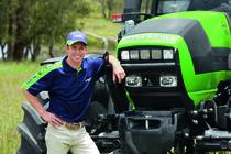Il campione Casey Stoner in sella a un trattore DEUTZ-FAHR