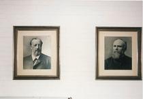 Ritratti dei fondatori Nikolaus Otto e Eugen Langen presso lo stabilimento di Colonia
