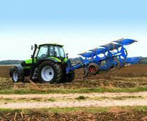 [Deutz-Fahr] trattore serie Agrotron al lavoro con aratro reversibile