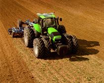 [Deutz-Fahr] trattore Agrotron 265 al lavoro con erpice ripuntatore e seminatrice