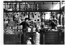 Stabilimento Same - Operai al lavoro nel Reparto officina, verniciatura ad immersione