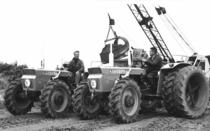 Trattori SAME Centauro durante i lavori di terrazzamento sulla grande strada Amsterdam-Groningen