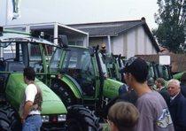Fiera con esposizione dei trattori Deutz-Fahr
