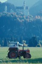 [SAME] trattore Falcon sotto al castello di Neuschwanstein