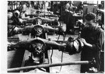 Stabilimento Same - Operai al lavoro nella Linea di montaggio trazioni anteriori