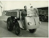 Stabilimento Same, in primo piano il trattore SAMECAR