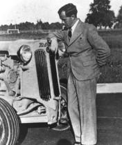Hans Hürlimann con un trattore modello 4DT 45