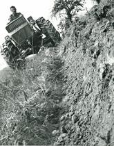 Trattore modello CENTAURO 60 con aratro