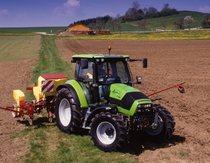 [Deutz-Fahr] trattore Agrotron K 100 al lavoro con seminatrice 30.7