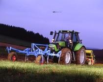 [Deutz-Fahr] trattore Agrotron TTV 1160 con seminatrice, erpice e ripuntatore