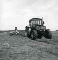 [Deutz-Fahr] trattori DX 3.65 e DX 6.05 al lavoro con falciatrice KM 2.19 S e andanatore
