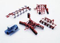 [Deutz-Fahr] modellini atrezzature agricole: erpice, ripuntatore, aratro, seminatrice