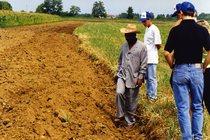 Prove in campo e visita allo stabilimento Same del Ministro dell'agricoltura della Guinea