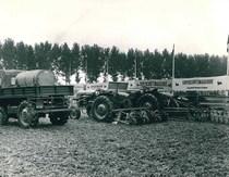Samecar Agricolo e trattore SAME 360 C durante un'esposizione