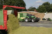 [Deutz-Fahr] trattore Agrotron X 720 al lavoro con rimorchio