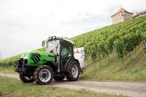 [Deutz-Fahr] trattore Agroplus 90 S al lavoro in vigneto