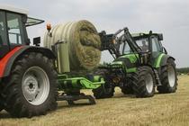 [Deutz-Fahr] trattore Agrotron TTV 1160 al lavoro con forca
