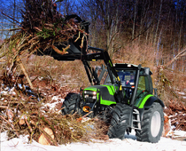 [Deutz-Fahr] trattore Agrotron 180.7 durante lavori forestali con pala caricatrice
