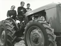Corso di Trattoriste all' Istituto di Meccanica Agraria di Treviglio - Trattore SAME 360 C
