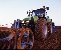 [Deutz-Fahr] trattore Agrotron 120 al lavoro con erpice