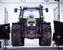 [Deutz-Fahr] trattore Agrotron 200 in studio fotografico