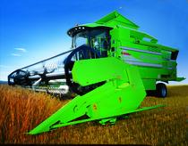 [Deutz-Fahr] mietitrebbia 5690 HTS Balance al lavoro in un campo di grano e in studio fotografico