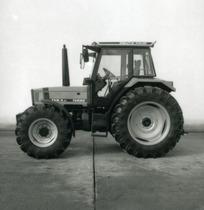 [Deutz-Fahr] trattore Agrostar 4.61 in studio fotografico