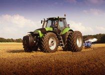 [Deutz-Fahr] trattore Agrotron 265 al lavoro con aratro