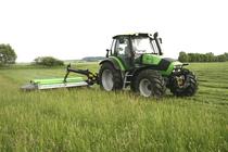 [Deutz-Fahr] trattore Agrotron TTV 1160 e Agrotron 120 al lavoro con barre falcianti