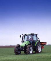 [Deutz-Fahr] trattore Agrotron 105 al lavoro con spandiconcime