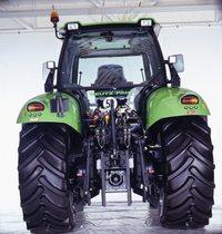 [Deutz-Fahr] trattore Agrotron serie MK3 in studio fotografico