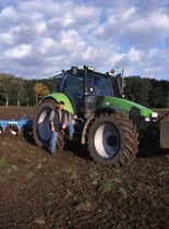 [Deutz-Fahr] trattore Agrotron con aratro