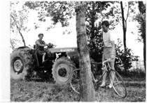 Il campione di ciclismo Gianni Motta e il trattore SAME Centauro