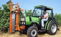 [Deutz-Fahr] trattore DX 3.50 V con attrezzatura per il trattamento dei filari